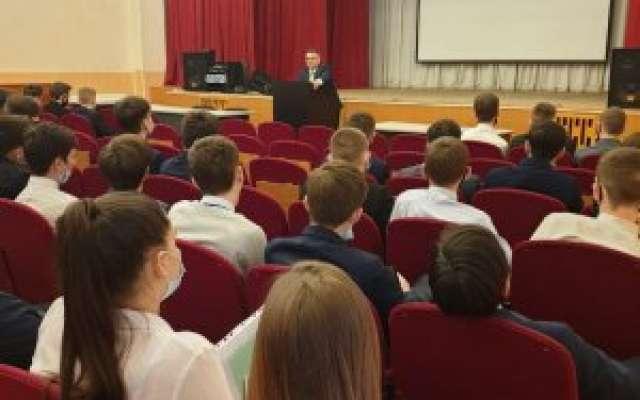 В техникуме проходят директорские часы – собрания со студентами выпускных групп.